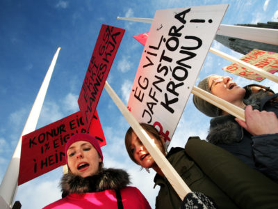Protesting the banking collapse in Iceland